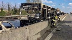 راننده اتوبوس حامل 51 دانش آموز ایتالیایی آن را ربود و به آتش کشید+ عکس