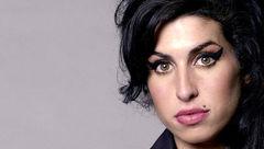 ساخت فیلمی درباره زندگی خواننده جنجالی