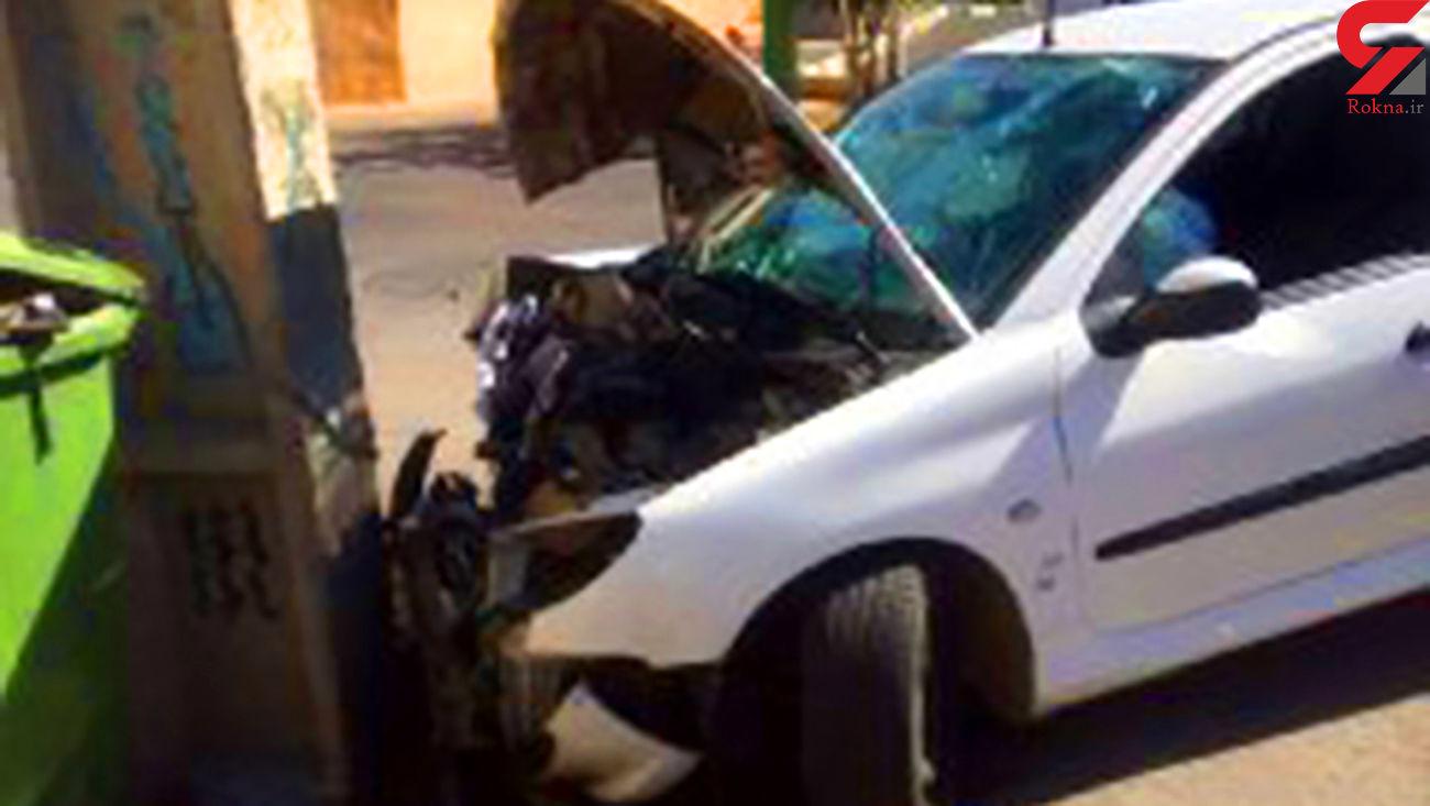 تصادف شدید پژو 206 با تیر برق در مهاباد + عکس