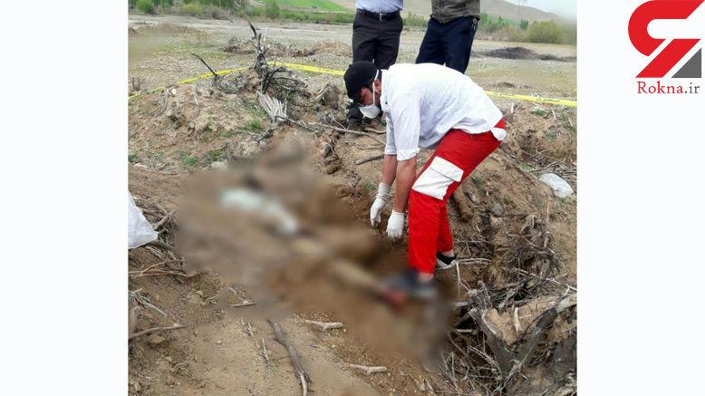 انتشار نخستین عکس جسد  یک مرد در مزرعه + تصویر
