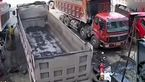 له شدن مرگبار یک مرد بین 2 کامیون ! + فیلم