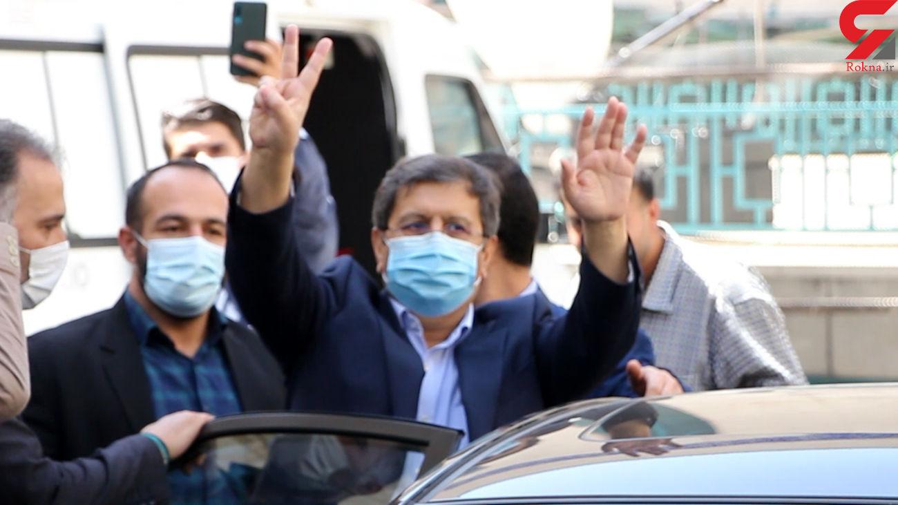 درگیری هواداران و مخالفان همتی بیرون حسینیه ارشاد + فیلم