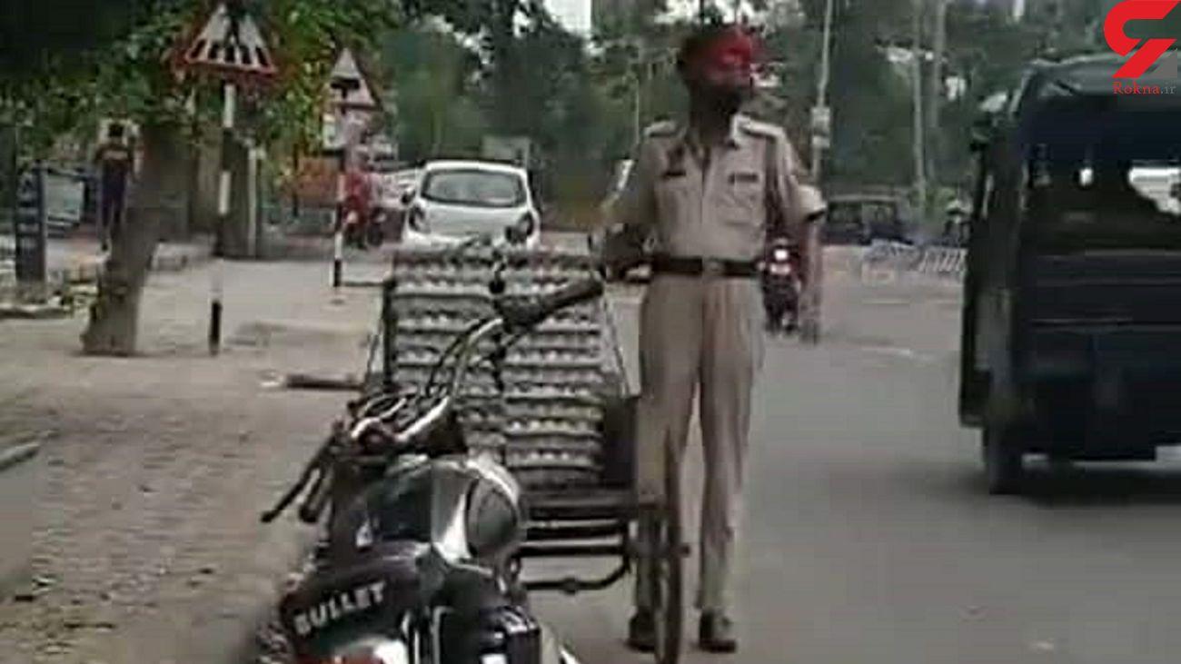 تخم مرغ دزدی یک پلیس در خیابان / اخراج شد + فیلم
