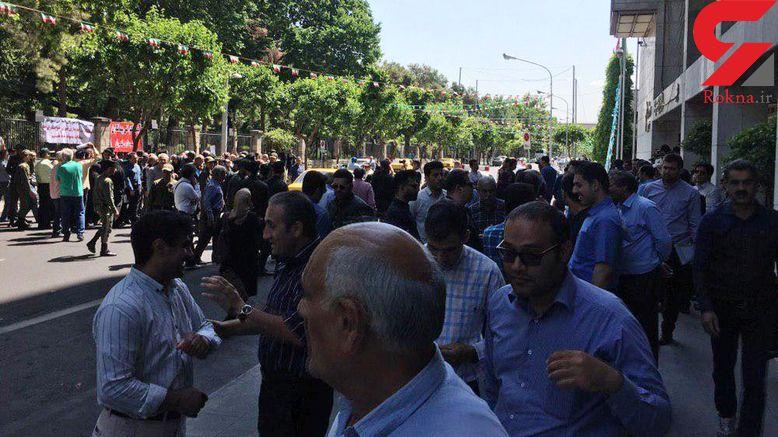تجمع پیمانکاران شهرداری برای چندمین بار در جلوی ساختمان بهشت +عکس