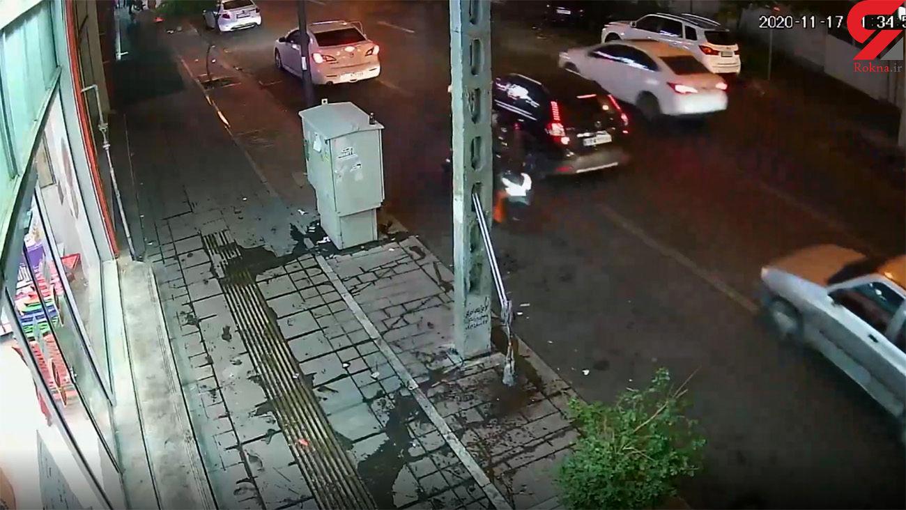 فیلم لحظه سرقت گوشی از راننده برلیانس در تهران +جزییات