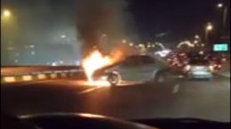 فیلم لحظه آتش گرفتن ال 90 مرد تهرانی وسط اتوبان