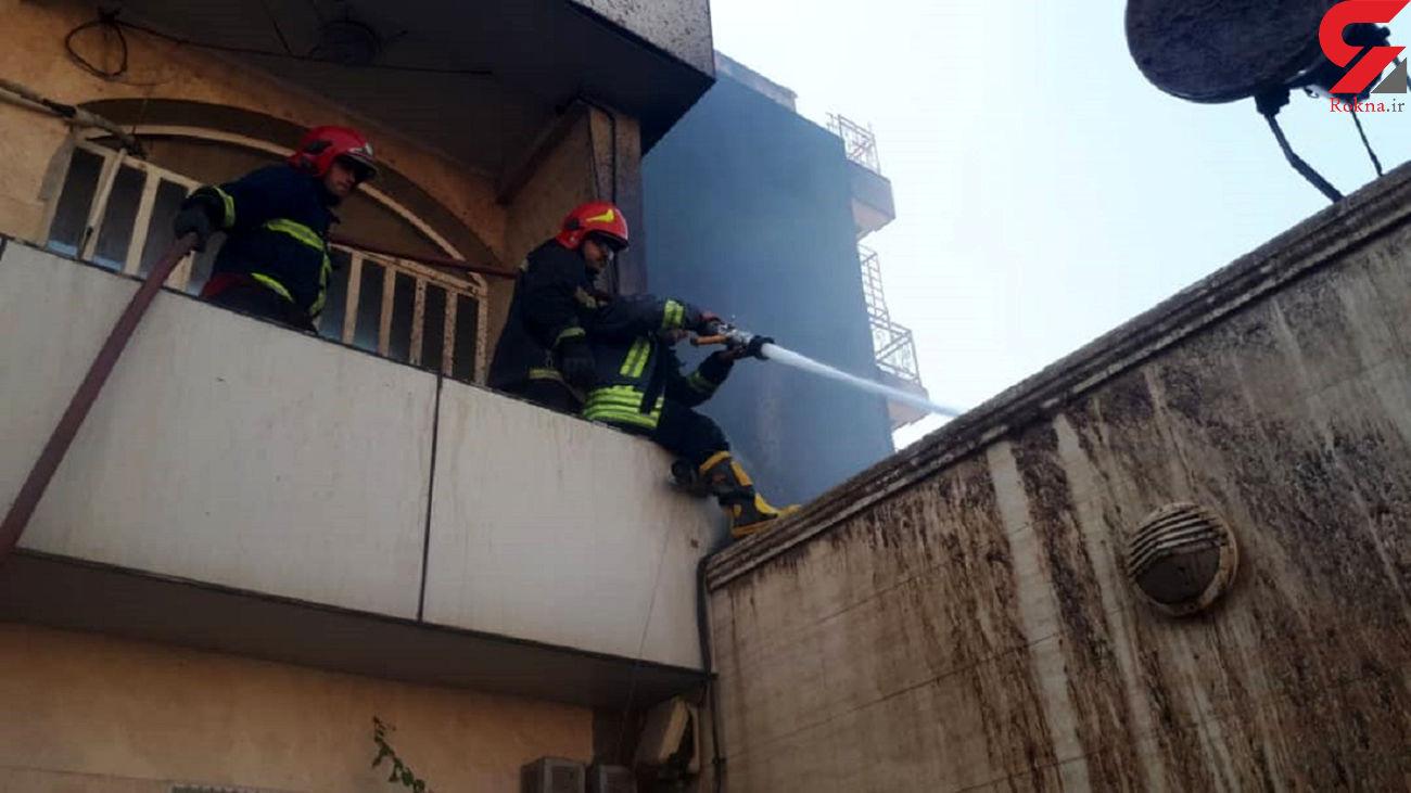 خاموشی شعله های آتش با کمک آتش نشانان اهوازی