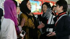 فیلم واکنش جالب مریلا زارعی به مرد چینی که می خواست با او دست بدهد!