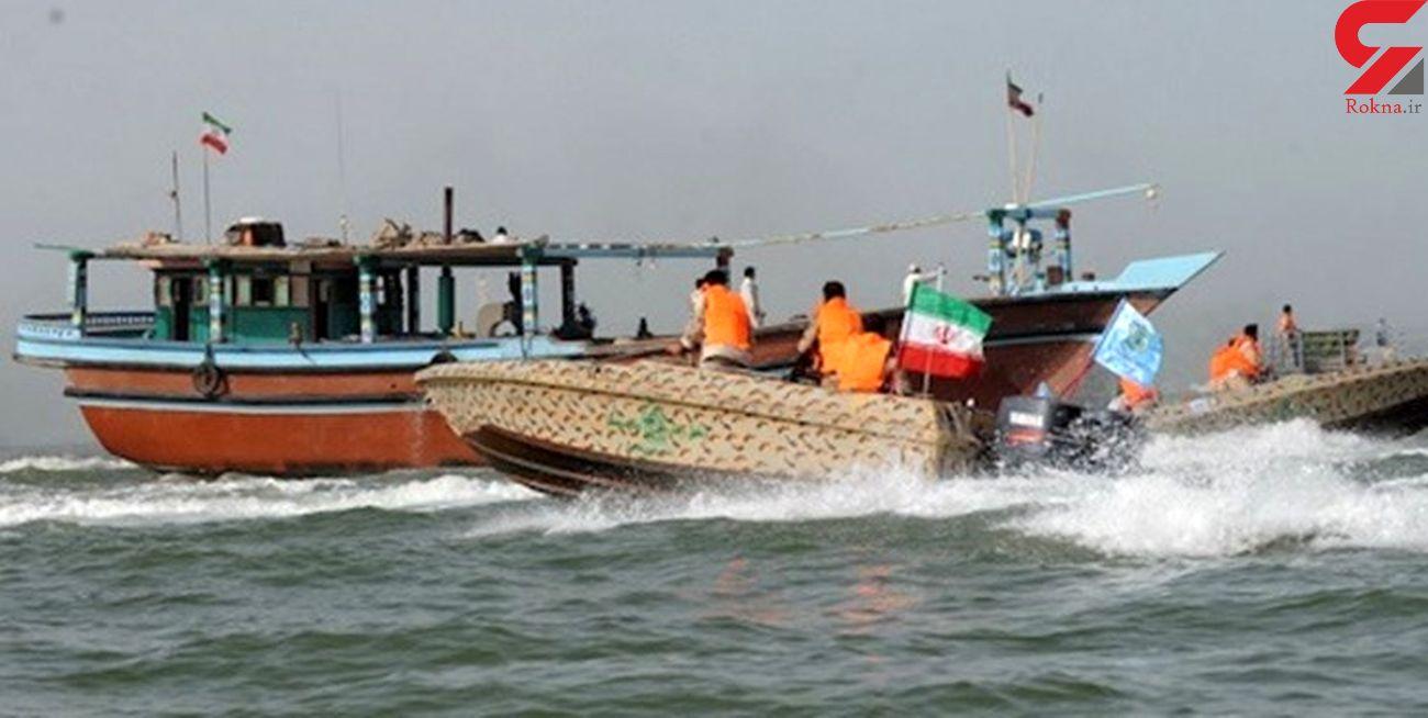 توقف 2 شناور حامل قاچاق در آبهای خلیج فارس/ 12 قاچاقچی دستگیر شدند