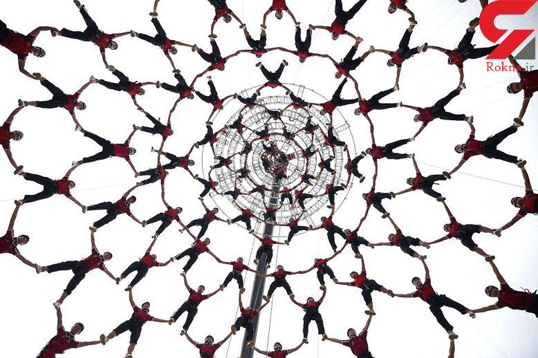 نمایش زنجیره انسانی برای به وجد آوردن مردم