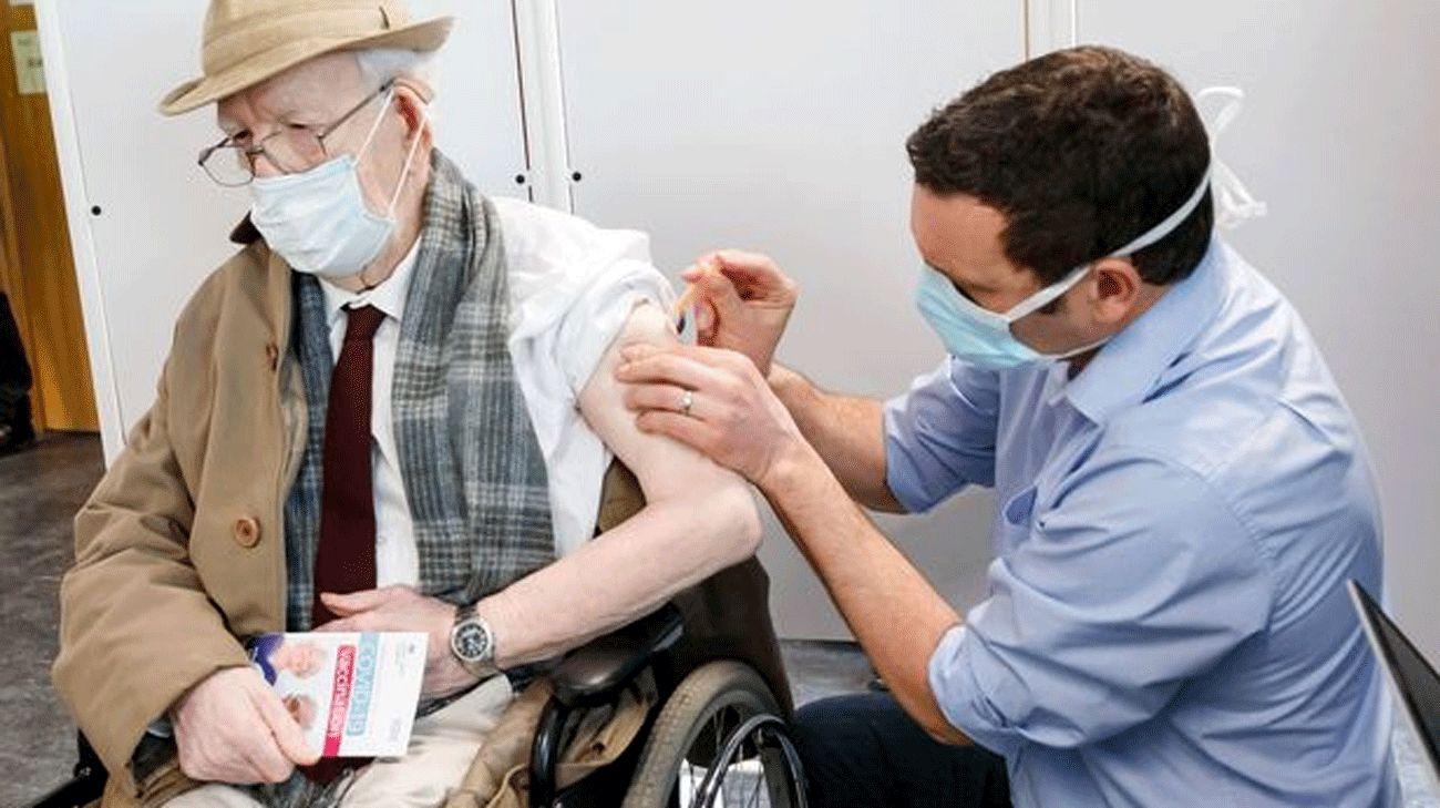 Current vaccine programme 'not enough to develop herd immunity' study suggests