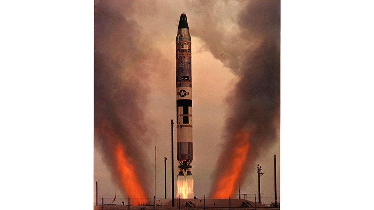 واشنگتن یک موشک بالستیک با قابلیت حمل کلاهک هستهای آزمایش کرد