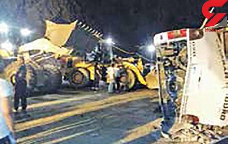 21 مصدوم در تصادف کامیون و اتوبوس