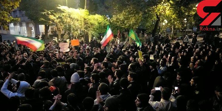 تجمع دانشجویان و طلاب در مقابل سفارت انگلیس
