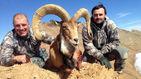 منت شکارچی آذربایجانی بر سر مردم ایران بعد از شکار قوچ ایرانی + فیلم