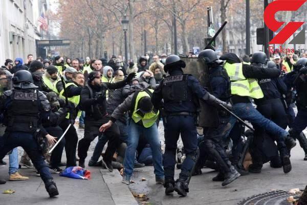 وحشت در پاریس / حمله با تخم مرغ به صورت رئیس جمهور  !+فیلم