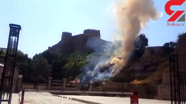 فیلتر سیگار یک گردشگر در حریم قلعه فلک الافلاک فاجعه به بار آورد+ عکس