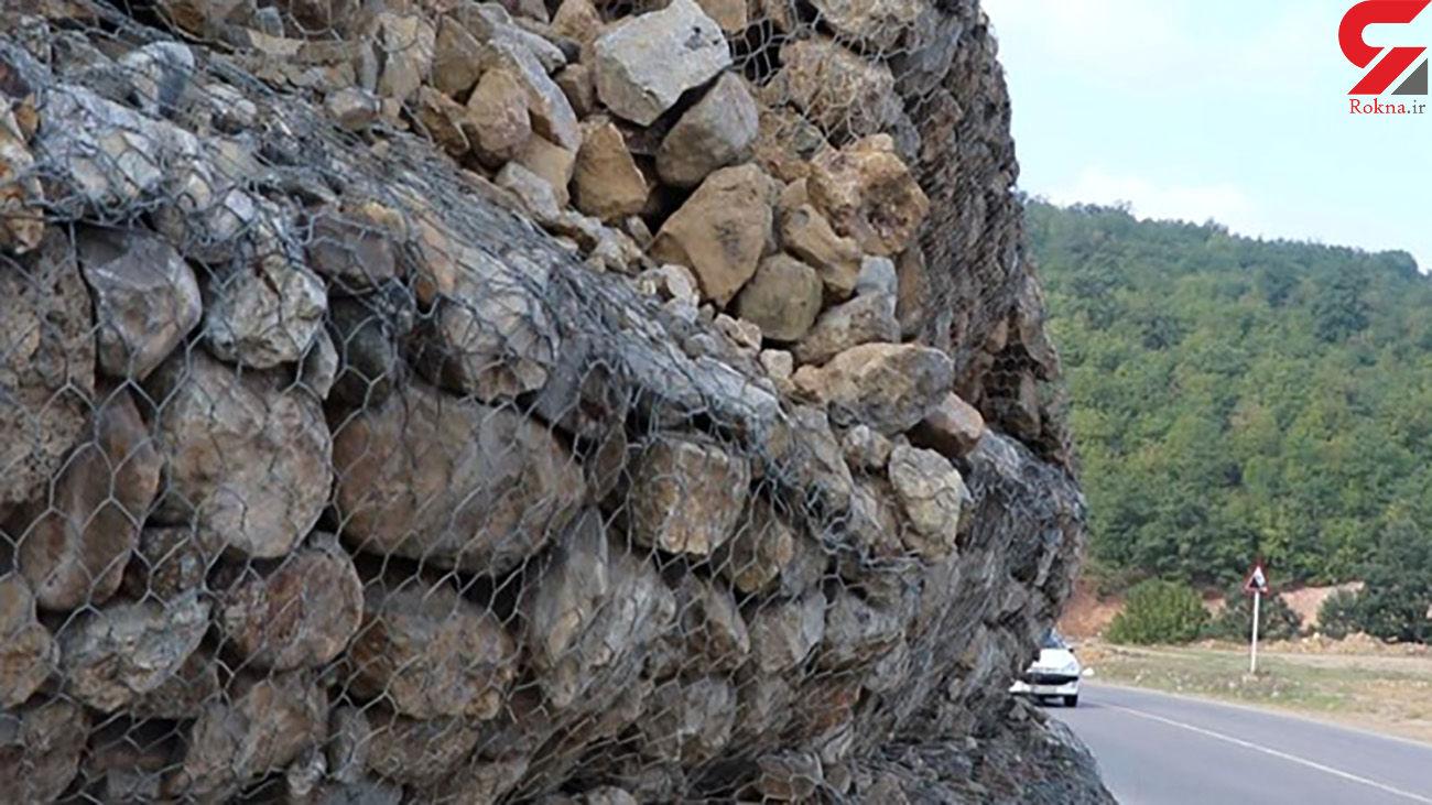 فیلم شنیده شدن صدای ریزش سنگ در جادههای مازندران