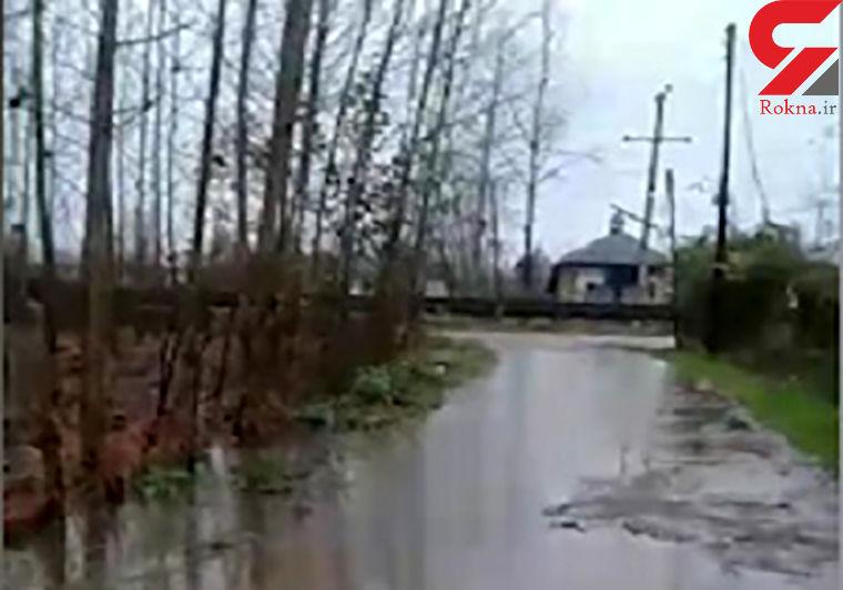 بارندگی که برای ساکنان گیلان مشکل ایجاد کرده + فیلم