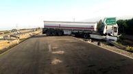 انحراف تانکر حامل بنزین بزرگراه عنبرآباد به کهنوج / راه مسدود شد + عکس