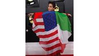 پرچم ایران در لباس هنرمند آمریکایی در گرمی +عکس