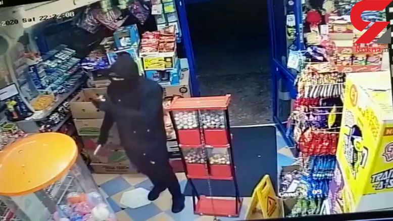 فروشنده با شگرد فلفلی سارق نقاب دار مسلح را فراری داد + فیلم / انگلیس