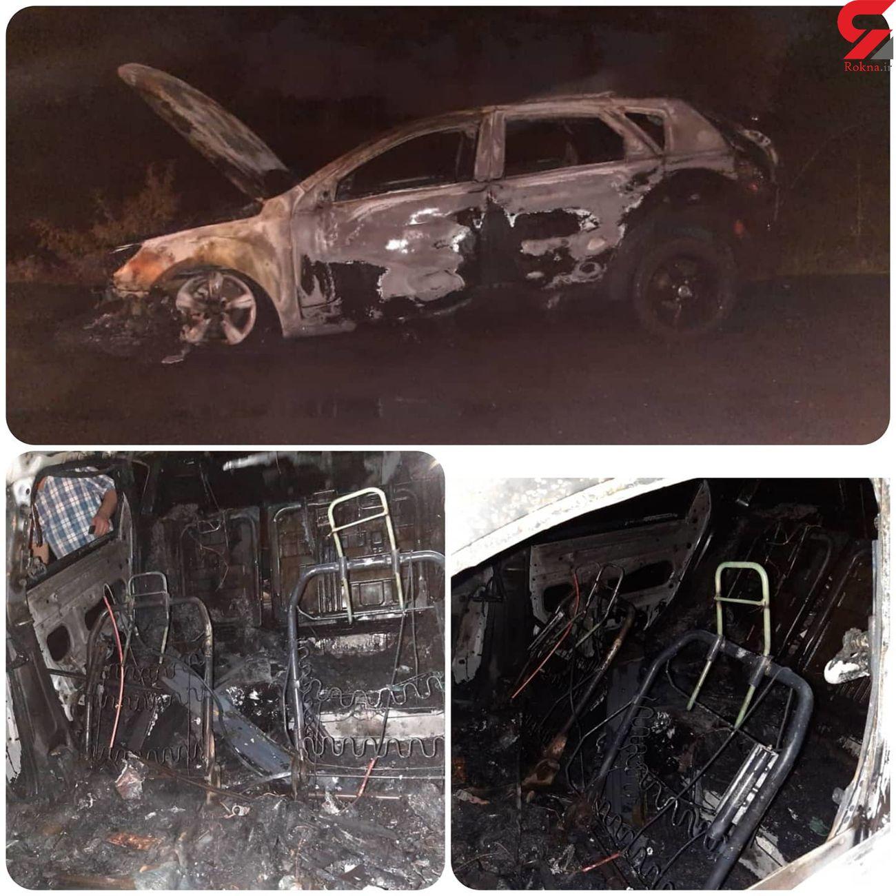 خودروی سواری با چهار سرنشین خود در آتش سوخت/به همراه عکس