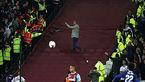 هفت نفر دستگیر شدند/ اتحادیه فوتبال انگلیس حادثه را بررسی می کند