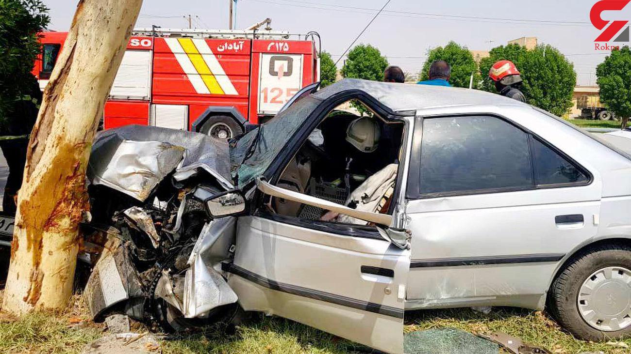 عکس از یک تصادف هولناک پژو با درخت در آبادان