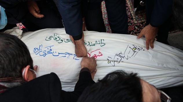 تصاویر خاکسپاری شهید محسن فخری زاده