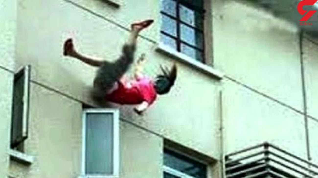 مردی همسرش را به دلیل ابتلا به کرونا از طبقه پنجم به پایین پرتاب کرد