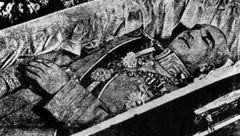 پیدا شدن جنازه مومیایی رضا شاه در شهرری! + عکس