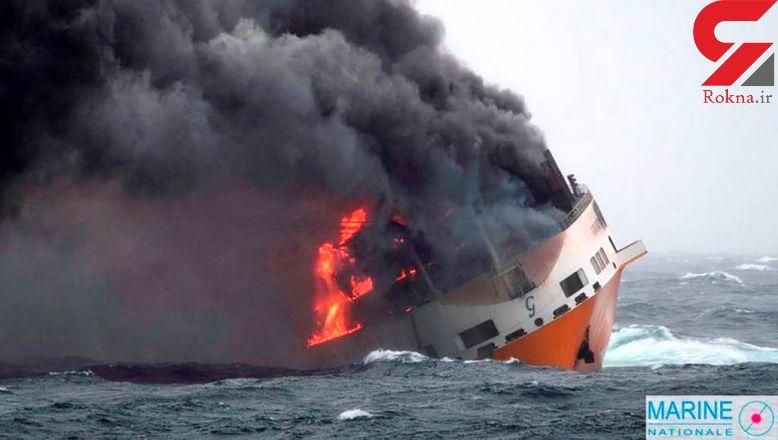 یک کشتی حامل مواد شیمیایی خطرناک غرق شد+ عکس