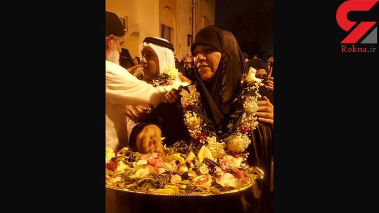مادر احمد پس از اعدام فرزندش شیرینی پخش کرد! +عکس