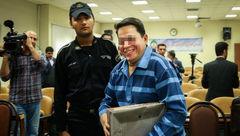 خنده معنی دار ابر بدهکار بانکی ایران در دادگاه +عکس