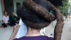 پیرزنی 81 ساله با موهایی شبیه به کباب کوبیده +تصاویر