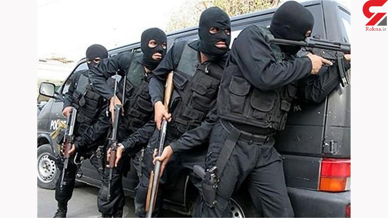 شلیک های قاتل خشن به پلیس / او یک زن شیرازی را هم گروگان گرفته بود