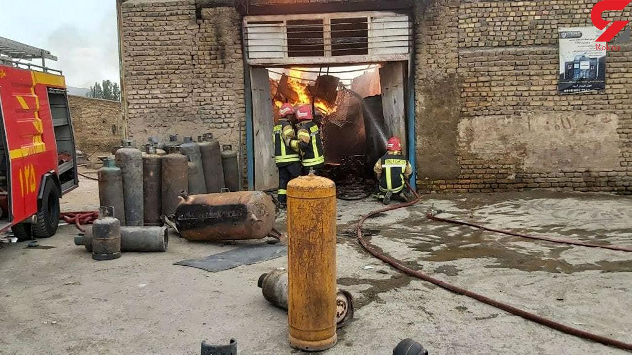 مهار آتشسوزی کارگاه شارژ کپسول LPG در اراک + عکس