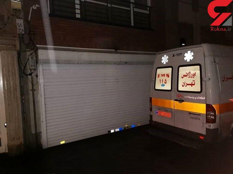 همسایه با قمه آمبولانس تهران را زمینگیر کرد / بیمار اورژانسی جان باخت + تصاویر