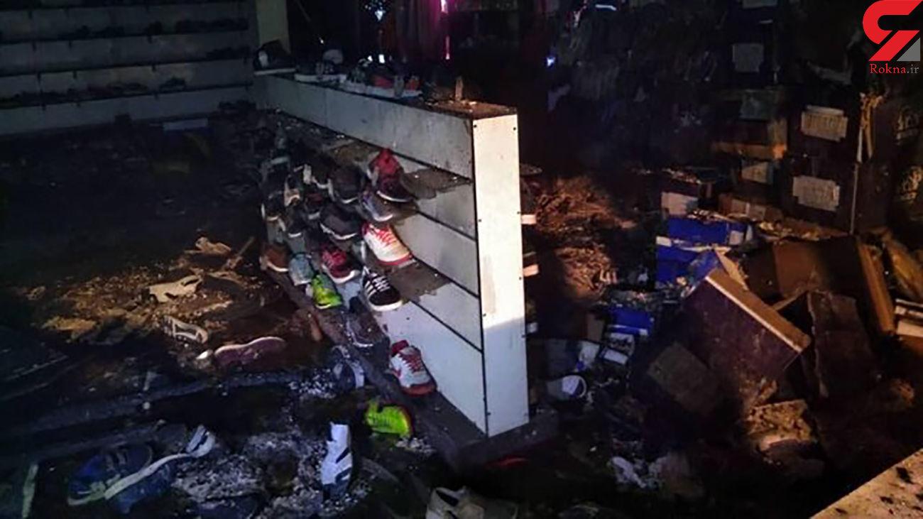 جزئیات آتش سوزی در فروشگاه زنجیرهای کفش خانی آباد/ شامگاه دیروز رخ داد + عکس