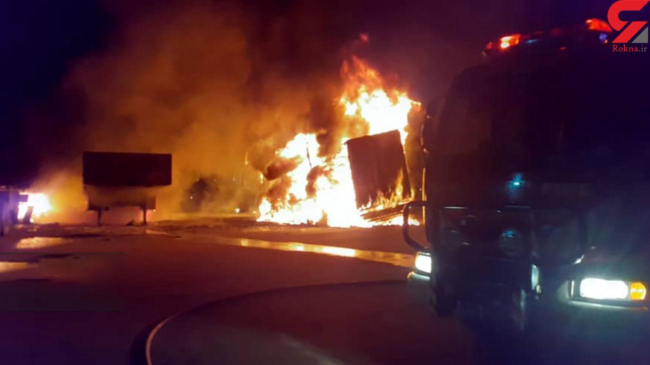 آتش سوزی هولناک در پایانه بار شهرک صنعتی اشترجان + عکس و فیلم