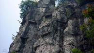 هولناکترین قبرستان دنیا / ماجرای مردههای آویزان از کوهها چیست؟+عکس