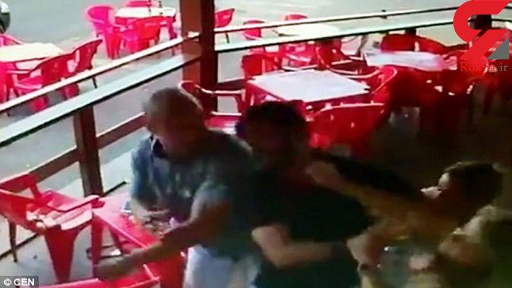 حمله وحشیانه زن در کافه به شوهر و دوست دخترش + فیلم کتک کاری و عکس