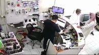 انفجار باتری موبایل در صورت فروشنده سعودی + فیلم