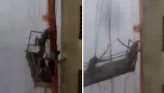 اتفاق تلخی که برای دو کارگر شیشهپاککن افتاد + فیلم و عکس