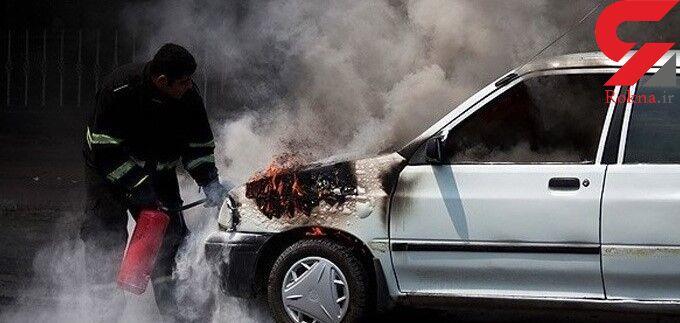 2 خودروی پارک شده در ساختمان مسکونی در زنجان در آتش سوخت