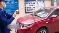 واکنش راننده پس از ظاهر شدن مار روی شیشه خودرویش! + فیلم