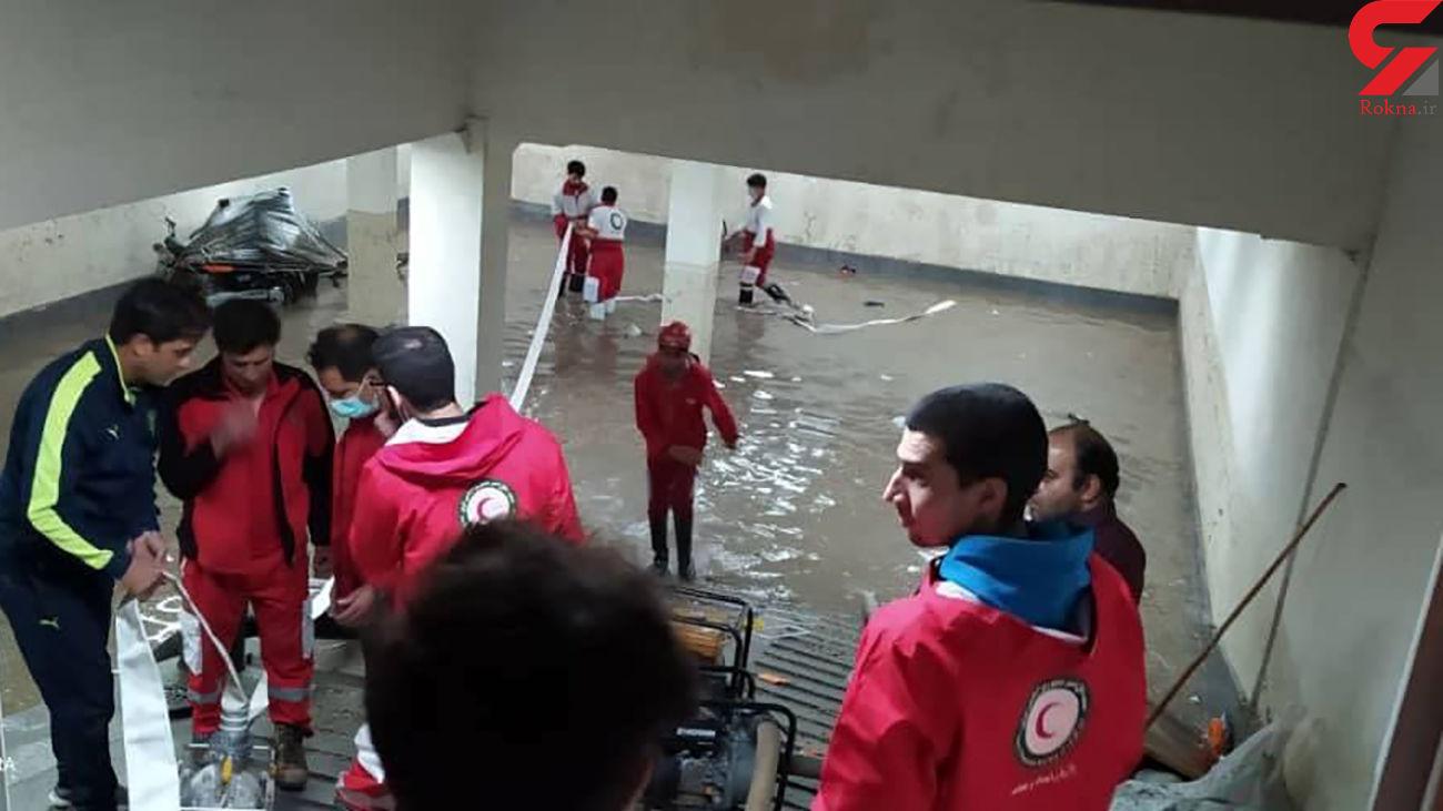 امدادرسانی هلال احمری ها به مردم تربت حیدریه در بارش شب گذشته + عکس