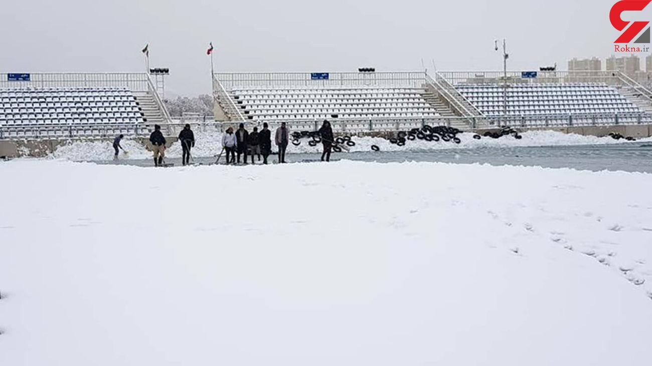 (عکس) برف سنگینی که مانع برگزاری بازی نمیشود
