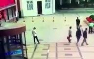 مرگ  یک مرد با سقوط زنی روی سرش! + فیلم / چین